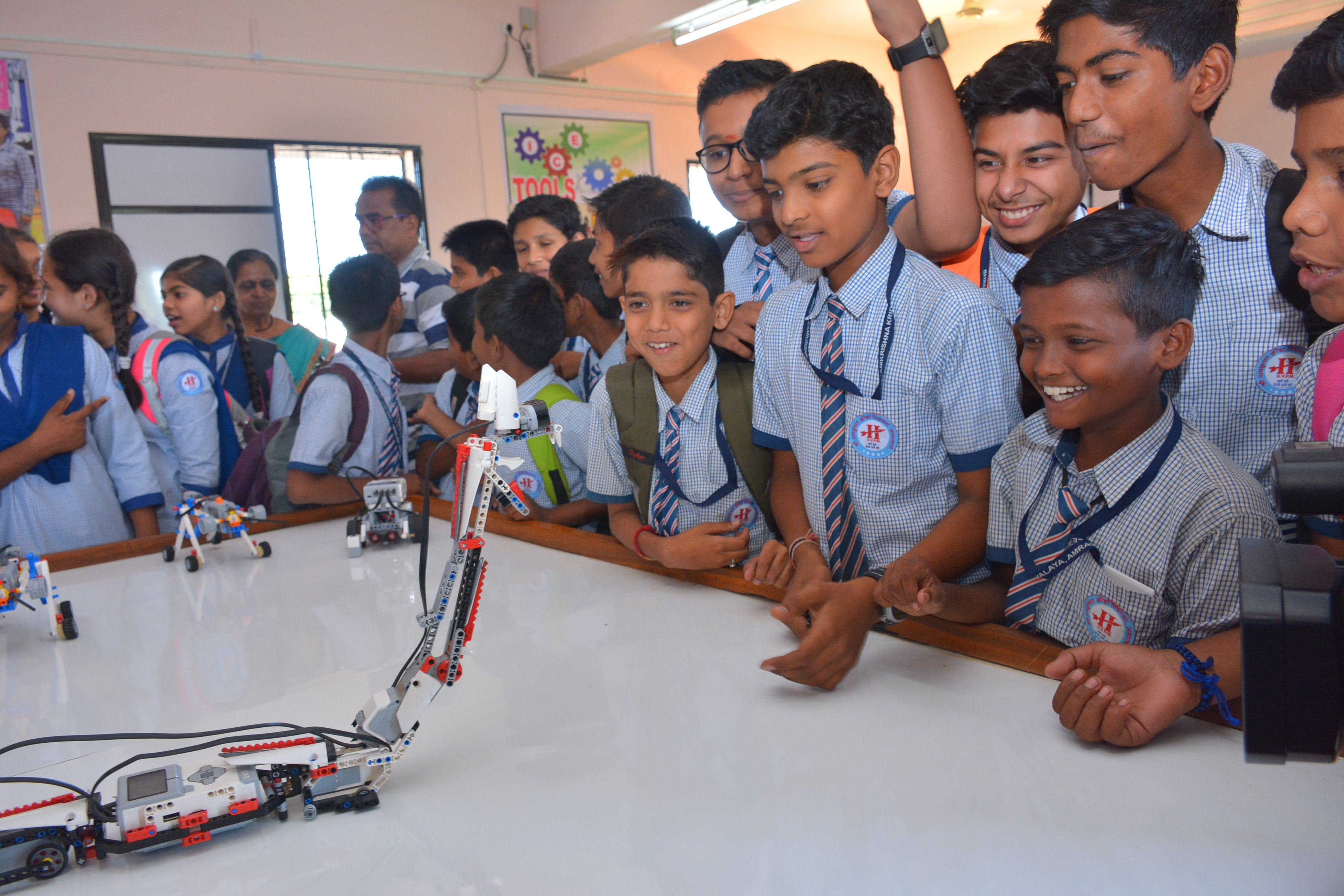ATAL TINKERING LAB - Robotics   Programming   Engineering